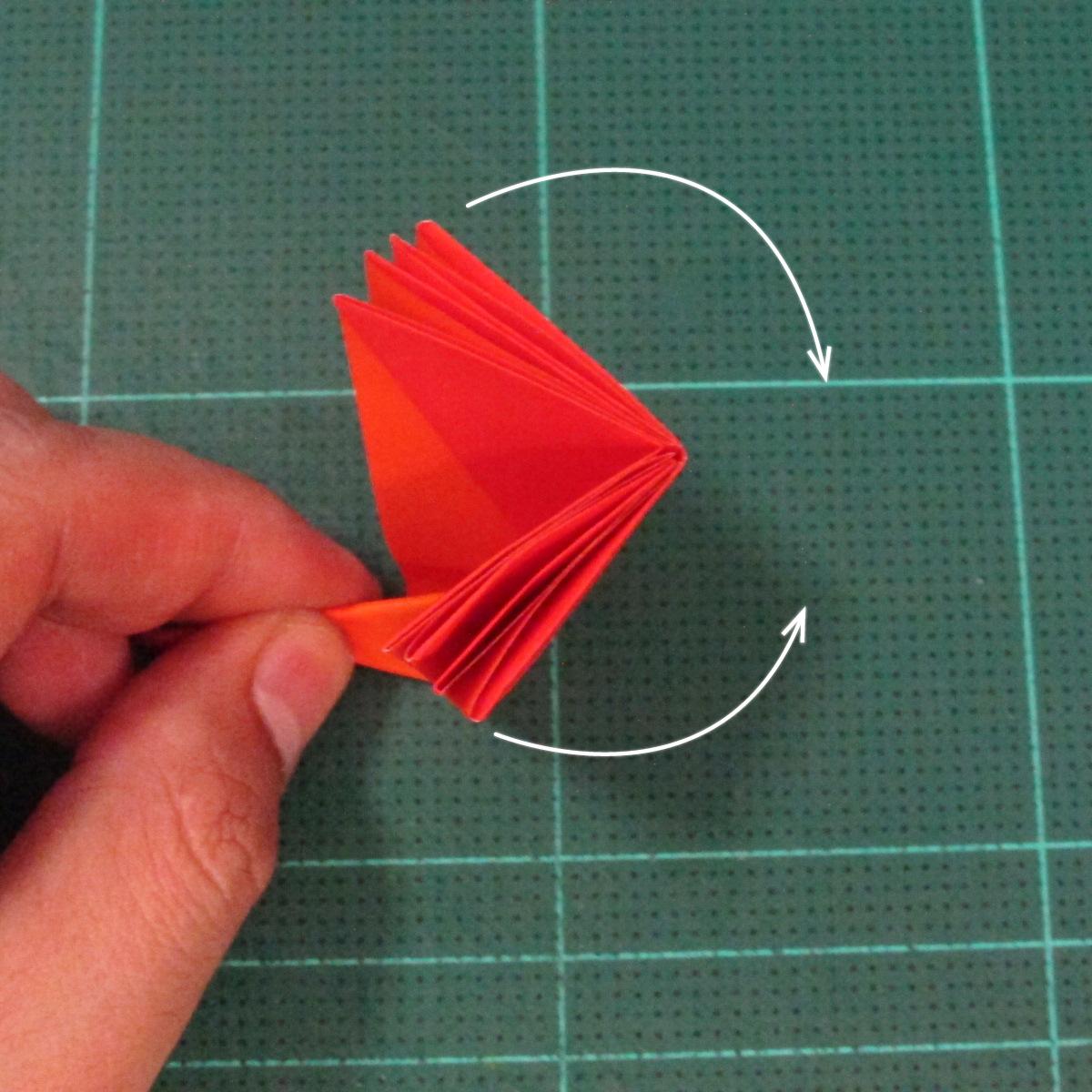 วิธีพับกระดาษเป็นช่อดอกไม้ติดอกเสื้อ (Origami Wedding Chest Flower) 019