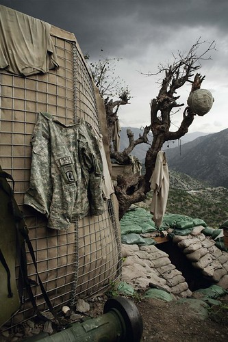 Untitled-Korengal-Valley-Kunar-Province-Afghanistan-2008-C-Tim-Hetherington-Courtesy-Yossi-Milo-Gallery-New-York-552x829