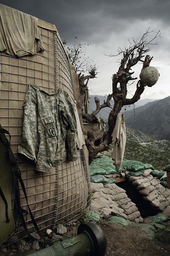 Untitled-Korengal-Valley-Kunar-Province-Afghanistan-2008-C-Tim-Hetherington-Courtesy-Yossi-Milo-Gallery-New-York-552x829