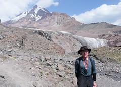 Ja, a za mna lodowiec Gergeti i cel wyprawy - Kazbek 5043m.