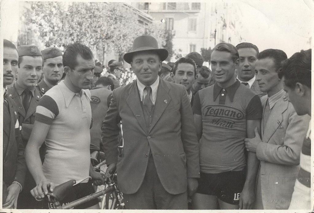 Benevento 1941 - Gino Bartali, Andrea Carriera e Mario Ricci al termine del Circuito dell'Angelo vinto da Bartali