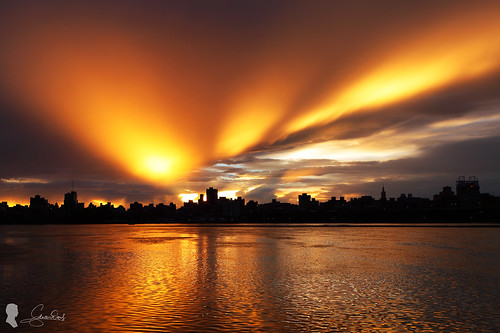 cloud sunrise canon landscape taiwan taipei 台灣 台北 日出 ef2470 晨彩 eos5d2 鳳凰颱風 忠孝碼頭