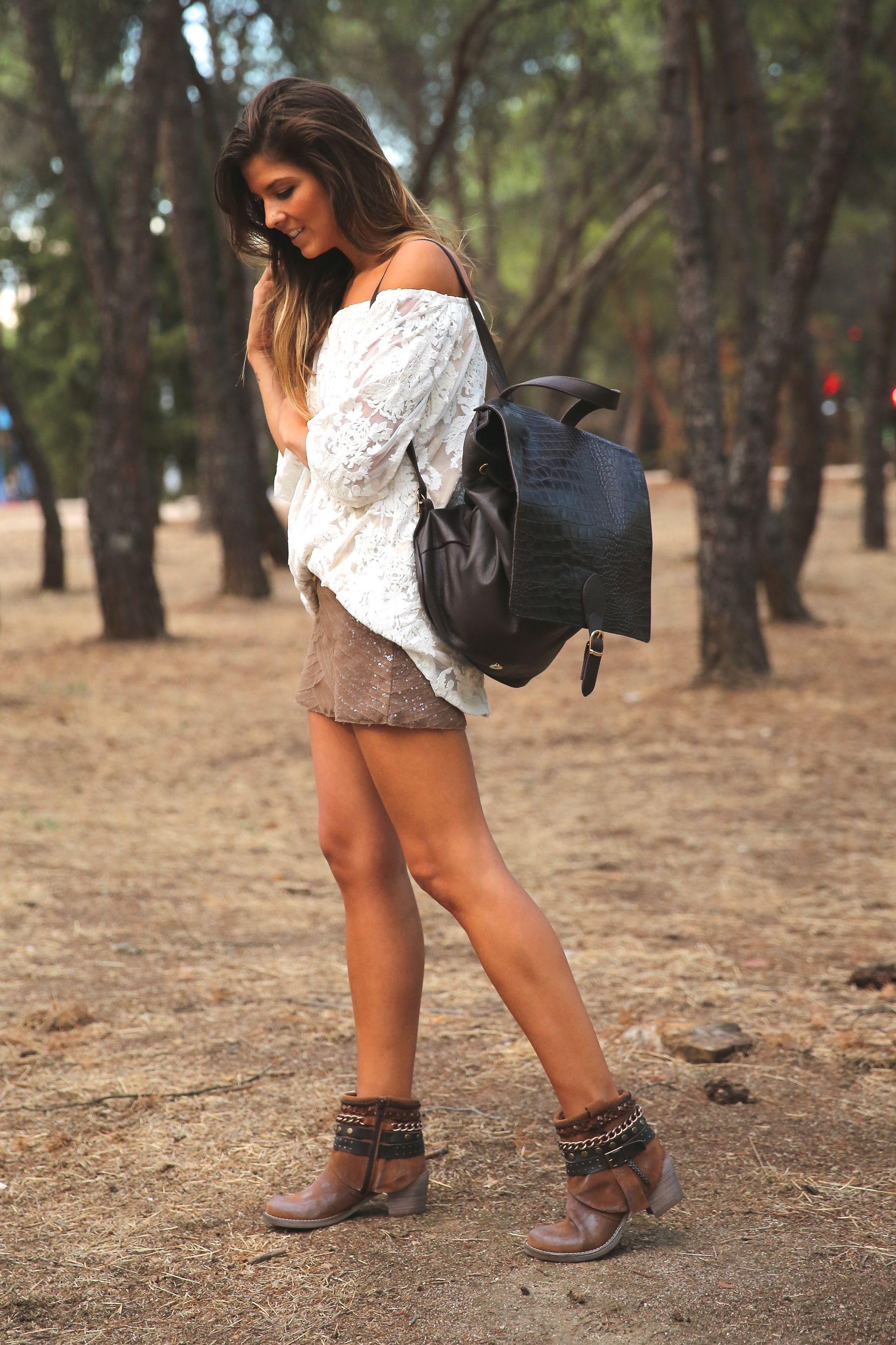trendy_taste-look-outfit-street_style-ootd-blog-blogger-fashion_spain-moda_españa-primavera/verano-boho-trendy-planes_de_día-lentejuelas-falda-botines-étnico-mochila-crochet-encaje-10