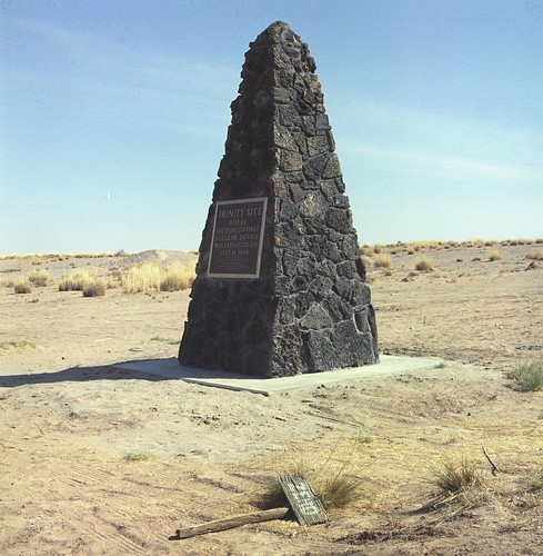 Trinity Monument (Pub65016KN005)