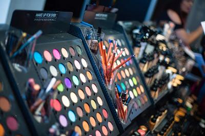 nyc-event-the-makeup-show-holiday-pop-up-shop-L-sfuHnm