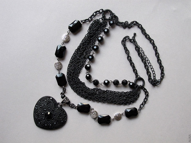 Black Victorian necklace with a heart pendant