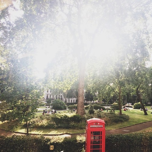 bloomsbury square gardens. london is so breathtaking right now, i want to spend every waking hour exploring!