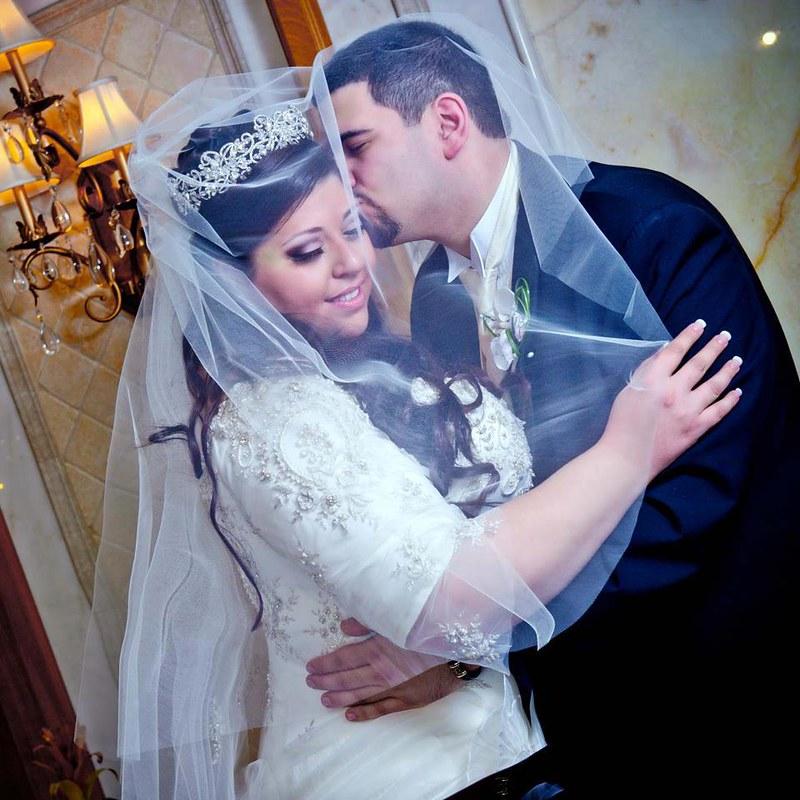Veiled kisses - Marana