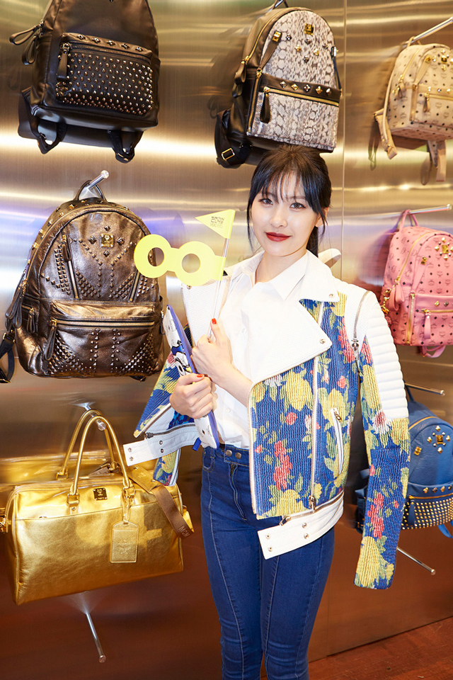 Sunmi-with-MCM-backpacks