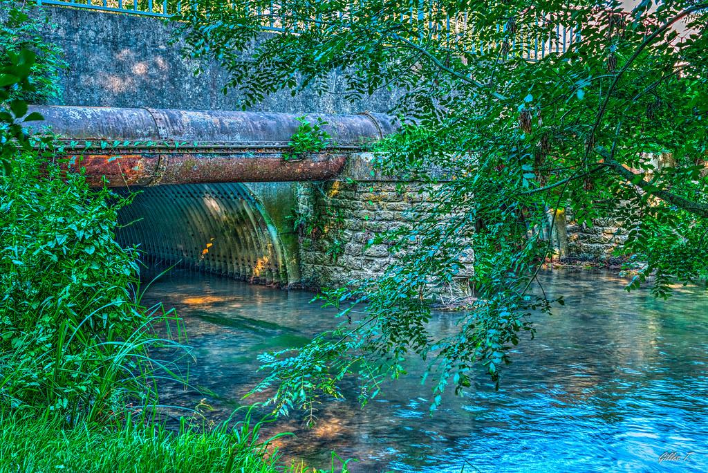 """Pont sur le """"Lunain"""" à Épisy - HDR"""