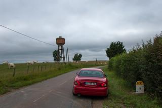 Ma Jaguar X-Type au bord de la route sur la D33 près de Lahayville