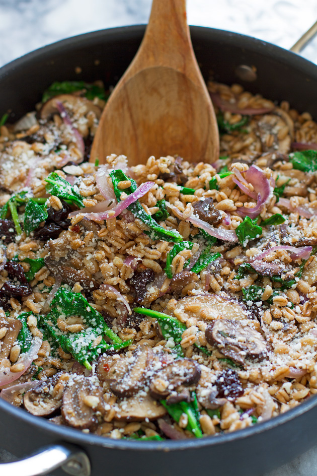 Farro Salad with Spinach and Mushrooms