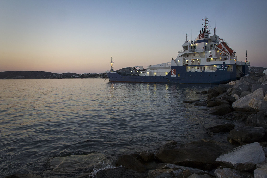 Paros-sunset-ship