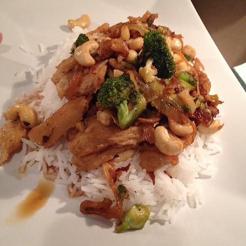 Dinner: chicken style seitan with broccoli and cashews. #vegan