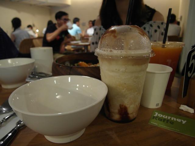 店員主動問我們需不需要 share 用的碗,貼心啊!@台北內湖,覺旅咖啡 Journey Kaffe
