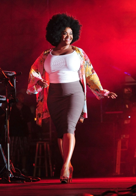 "Jill Scott responds to Alleged Leaked Naked Photos, ""I Wish I Had That Space between My Thighs"""