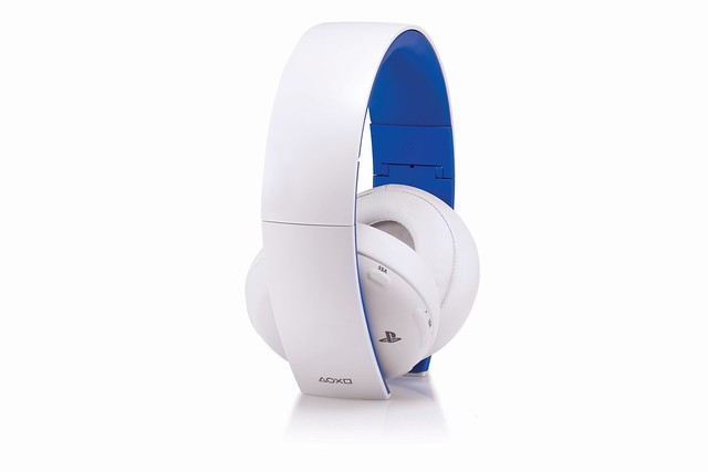 Gold Headset in Glacier White