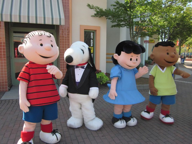 Carowinds Snoopy and the Gang
