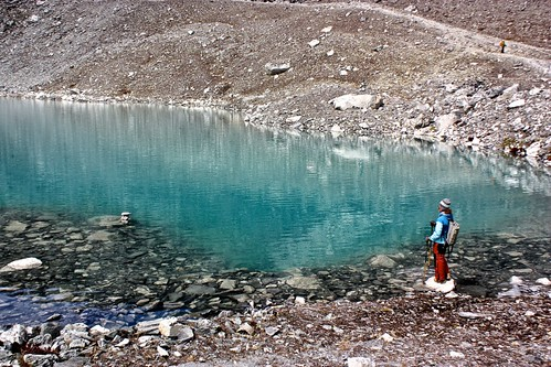 Lina and a glacial lake near Kongma La pass
