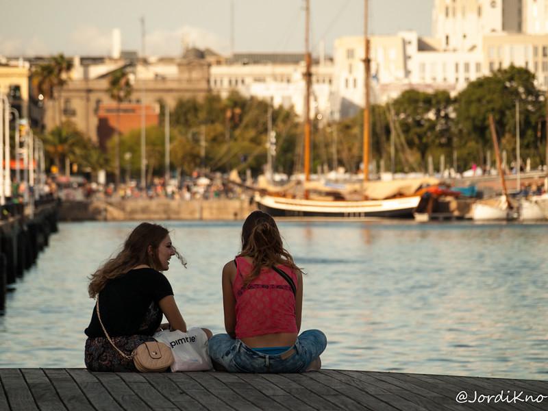 """Conversaciones en el """"Port Vell"""". Moll de la Fusta, Barcelona"""