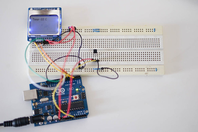 Nokia 5110 Graphics LCD Simple Thermometer