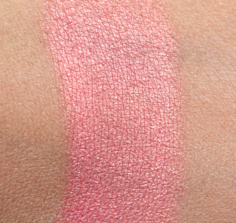Kicks fashionista baked blusher swatch