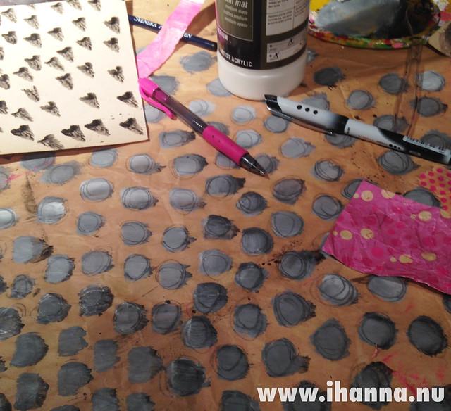 Lots of gray dots iHanna - Copyright Hanna Andersson