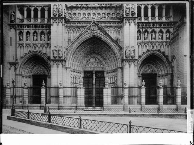 Plaza del Ayuntamiento y Catedral a comienzos del siglo XX. Fotografía de J. Lacoste © MECD, Fototeca del IPCE, signatura VN-22542_P