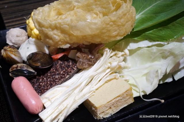 14438318938 e8430e822c o - 【台中東海】咕嚕咕嚕-餐廳氣氛佳,鍋物不貴,壽喜燒可任選兩種肉!