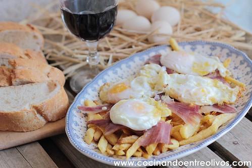 Huevos rotos con jamón www.cocinandoentreolivos (9)