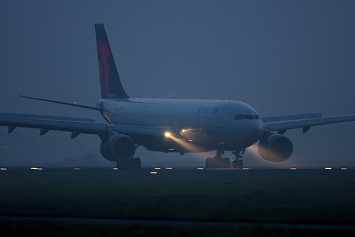 Delta Airbus A330 landing in the early morning