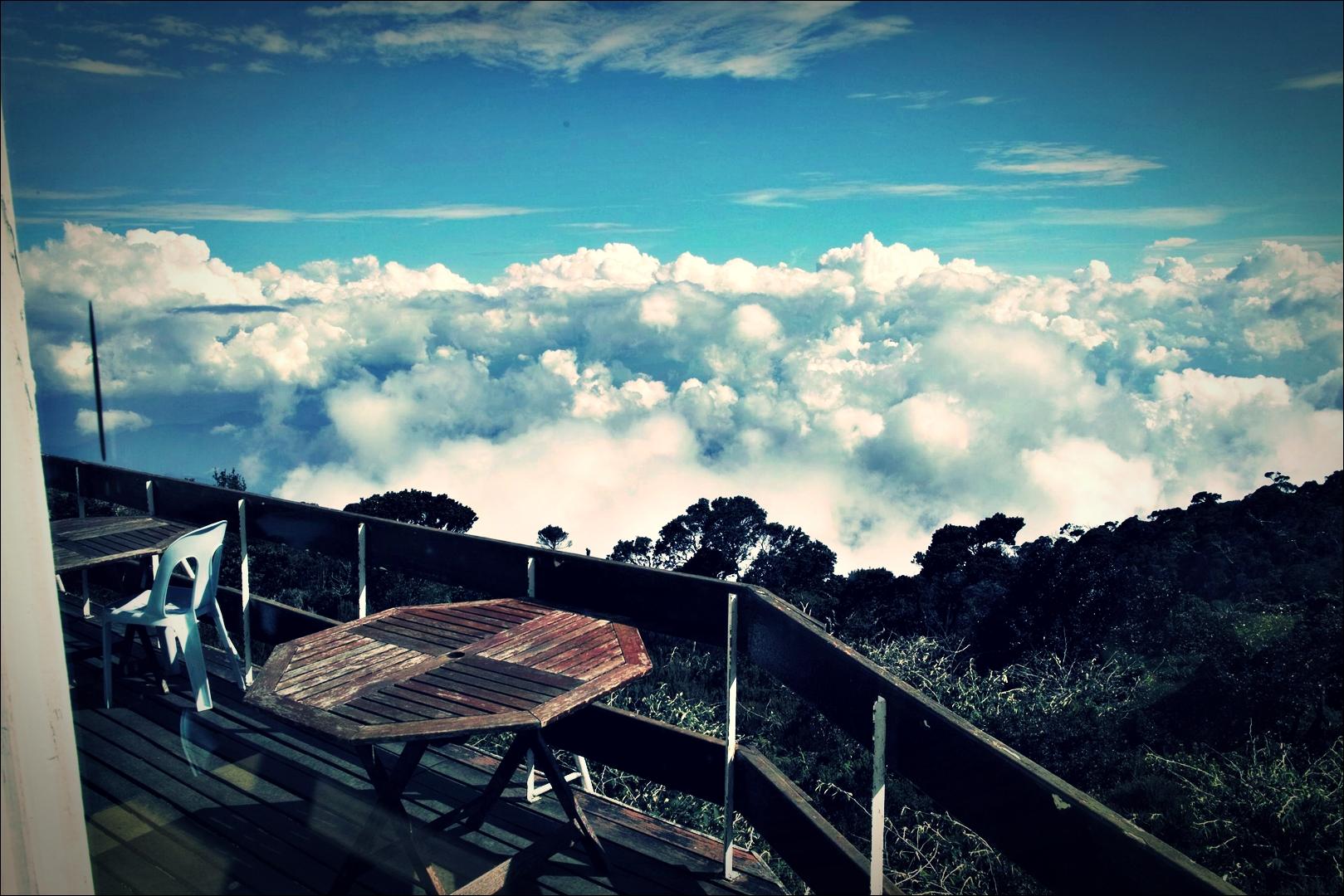 라반라타 산장 테라스-'키나발루 산 등정 Climbing mount Kinabalu Low's peak the summit'