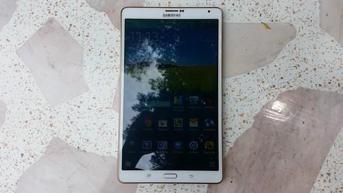 Samsung Galaxy Tab S 8.4 ด้านหน้า