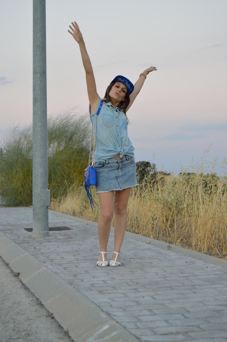 lara-vazquez-mad-lula-fashion-look-denim-happy-walk