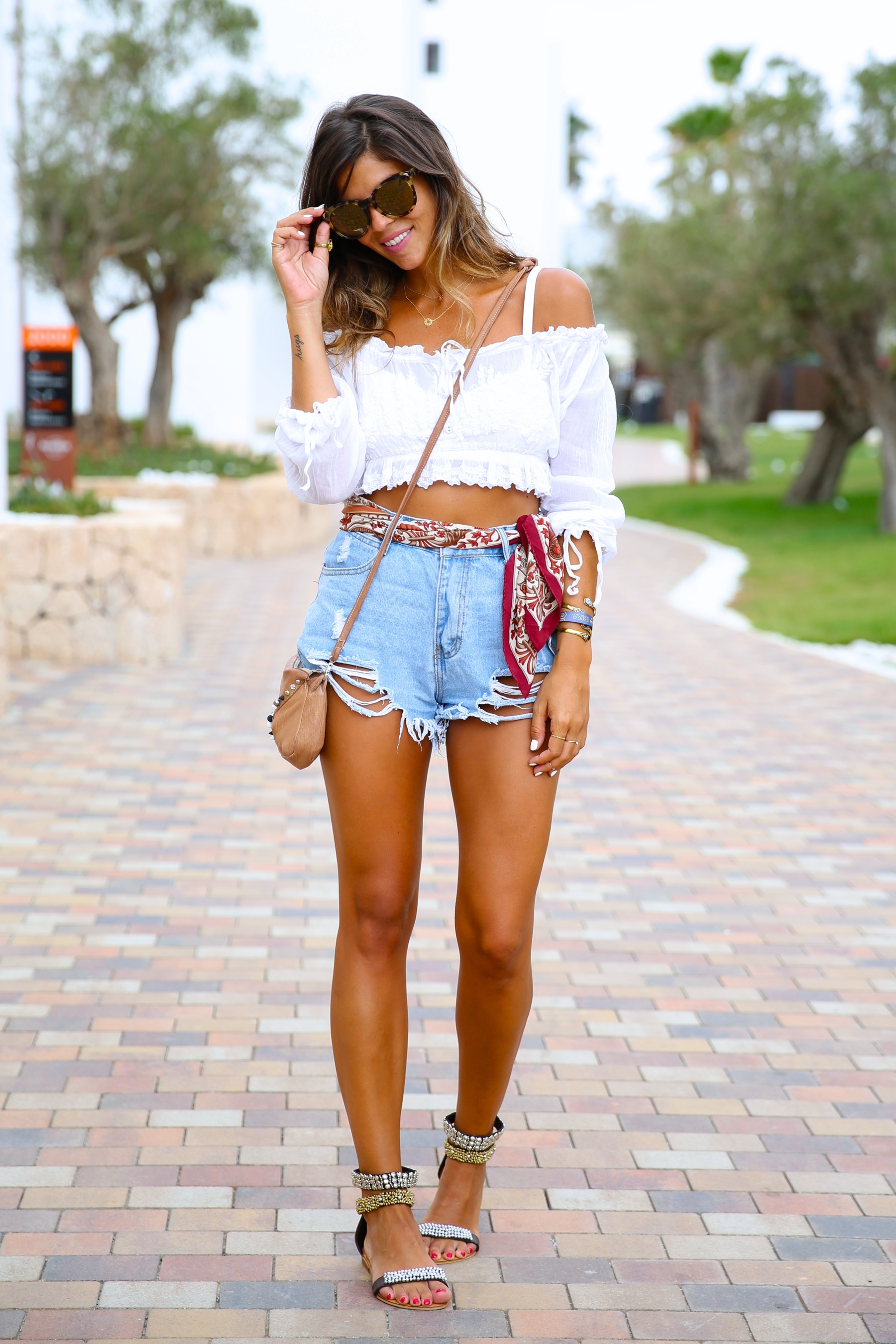 trendy_taste-look-outfit-street_style-ootd-blog-blogger-fashion_spain-moda_españa-hard_rock_hotel-ibiza-palladium-shorts_vaqueros-denim_shorts-boho-verano-summer-hippie-pañuelo-20