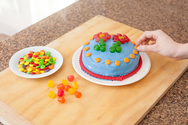 Memorable Child's Birthday Cake Decorating
