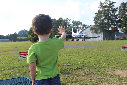 DC Skydiving Center - Sagan Waves Bye to Meg and Karen