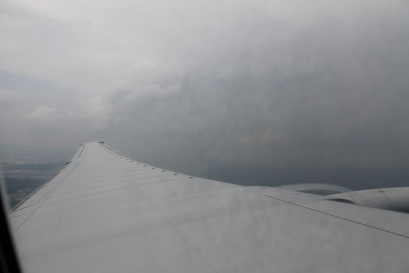 The Boeing 777 has a heck of a wingspan...