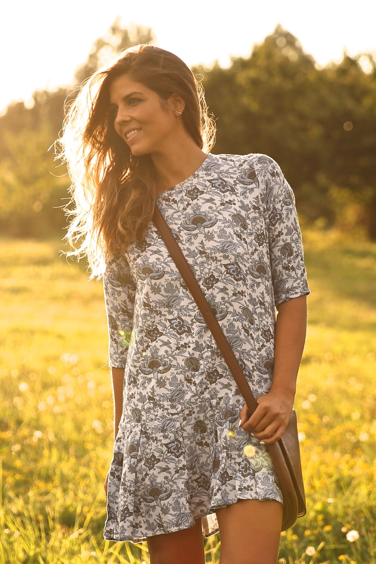 trendy_taste-look-outfit-street_style-ootd-blog-blogger-fashion_spain-moda_españa-cowboy-campero-sendra-cowboy_boots-botas_camperas-loewe-bag-bolso-vestido_flores-flower_print-dress-6