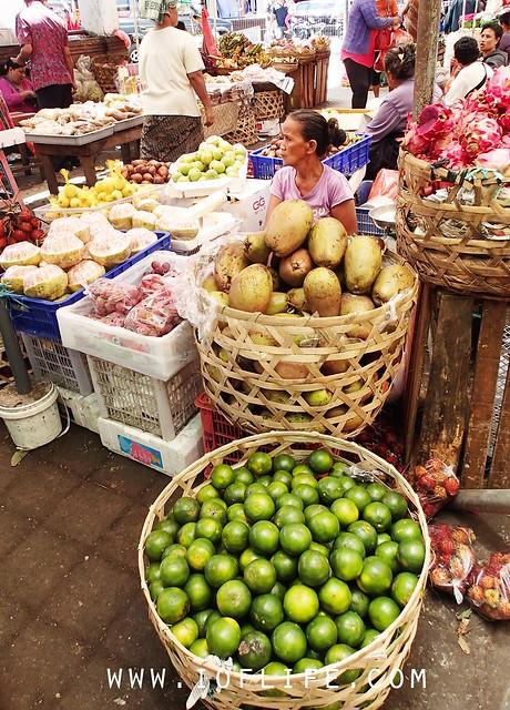 fruit seller pasar badung