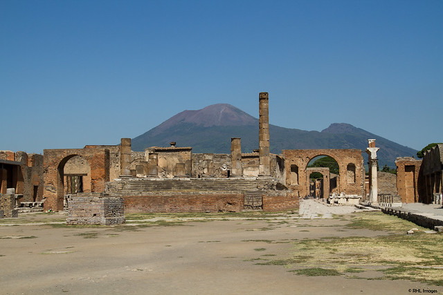 pompei and herculaneum religious archaeology Life in pompeii and herculaneum archaeological progress  archaeologists have investigated into the social religious and political lives of pompeii's residents.