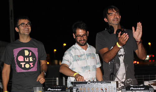 WEAR DJs + DJ QUETOS