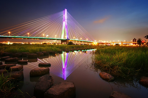 park lighting new city bridge blue sky color water architecture reflections river concrete design nikon angle riverside daniel wide taiwan peaceful cable calm structure tokina hour taipei block 夜景 ultra 日落 臺灣 建築 aguilera stayed 水 河濱公園 淡水河 設計 藍色 倒影 美麗 臺北 大橋 結構 d5000 1116mm 時刻 新北市 urbaguilera