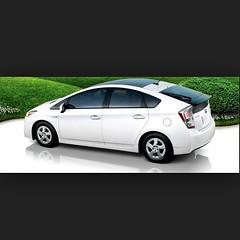 honda insight(0.0), automobile(1.0), automotive exterior(1.0), vehicle(1.0), bumper(1.0), toyota prius(1.0), land vehicle(1.0), hatchback(1.0),