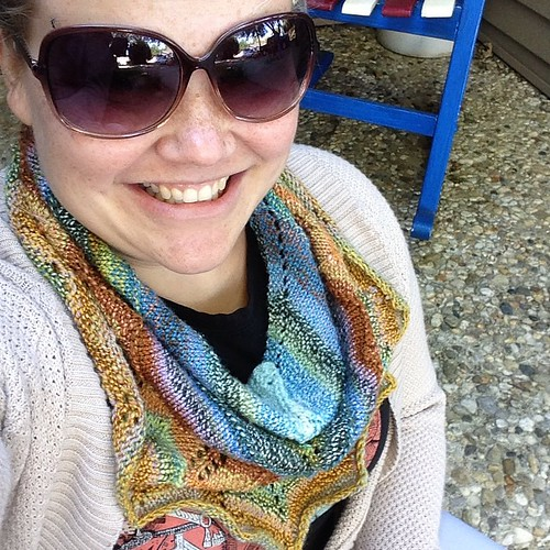 #fallshawlstyle in my Sable Scowl by @knitfastdiecozy in @moonroveryarn handspun. I'm also pretty sure that's a mosquito on my temple.