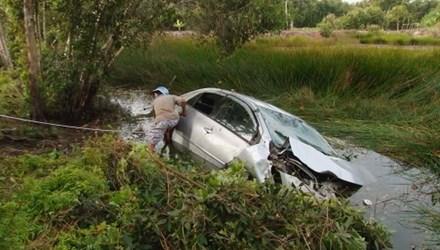 Chia sẻ cuối tuần: Quy tắc vàng để thoát khỏi xe đang bị chìm?