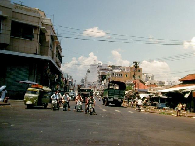 SAIGON  1966 - Photo by Rich Krebs Capt, USNR Ret. Ngã năm chợ Thái Bình  (Võ Tánh, Cống Quỳnh, Phạm Ngũ Lão) - Chợ Thái Bình
