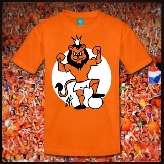 Oranje leeuw T-Shirt. Voor fans van het Nederlands Elftal. www.Tekenaartje.nl #NED #NL #Oranje #Holland #Nederland #wk14 #wk2014 #wc14 #Brazil2014 #AusNed #Leeuw #Tshirt  #Tshirtdesign  #voetbal #dailydrawing #tekening  #Orange #Spreadshirt