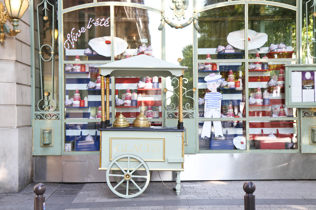 Laduree Champs Elysees-2.jpg