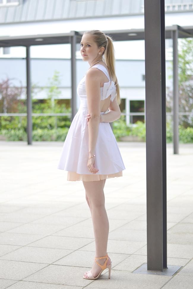 Outfit ein hübscher Rücken .. (3)